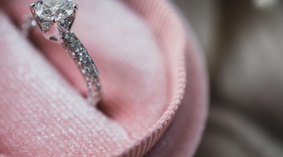 Stylish White Gold Engagement rings