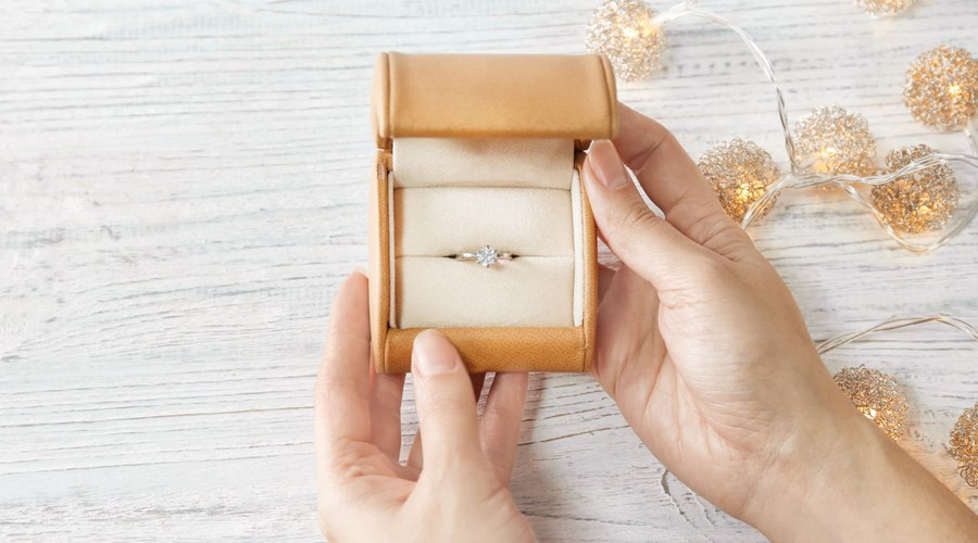 How to Buy an Engagement Ring on a Budget in 5 Simple Steps