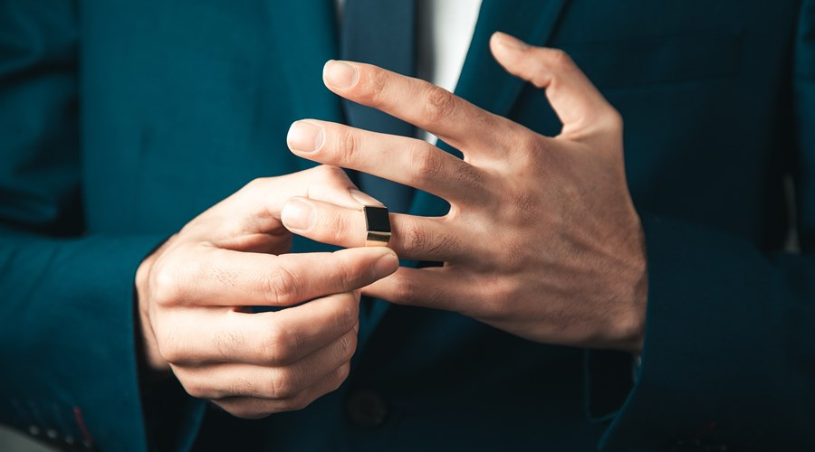 All You Need to Know About Men's Wedding Rings
